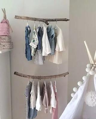 儿童房创意墙面衣架装修