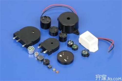 由于自激蜂鸣器是直流电压驱动的,不需要利用交流信号进行驱动,只需