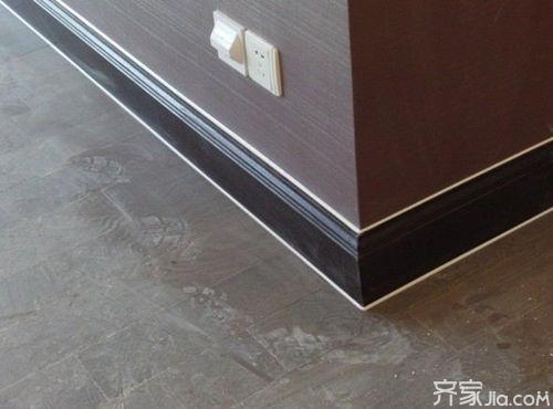 如果选择陶瓷材质的踢脚线,一般建议选择和地砖材质一样的踢脚线为宜