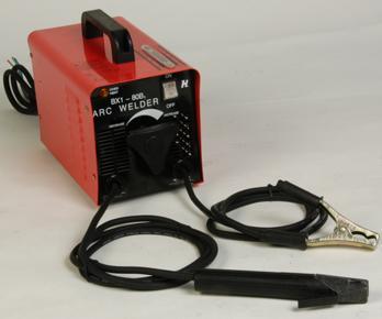 在电焊机的工作电压的调节,除了一次的220/380电压变换,二次线圈也有