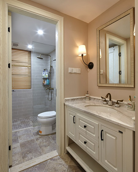 138平美式四居室卫生间装潢图