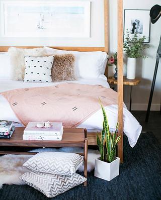 北欧卧室几何抱枕效果图