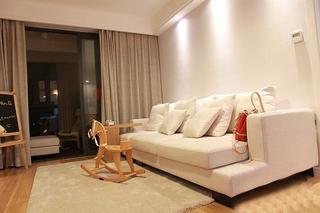 日式风格三居装修客厅布艺沙发图片