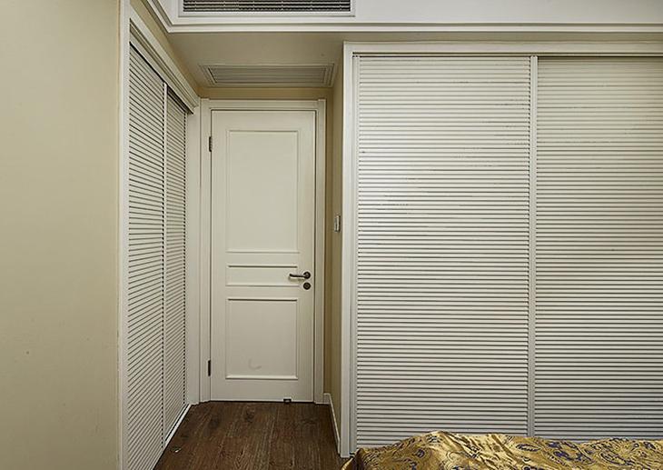美式风格三居装修卧室衣柜图片