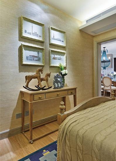 田园风格三居装修卧室木质背景墙