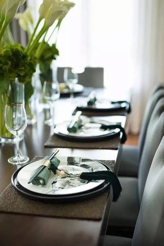 简约风格联排别墅餐厅装饰图