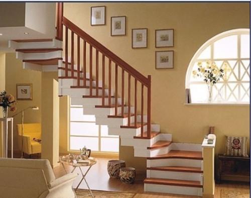1,最好靠墙而立 楼梯不仅是连接楼上与楼下的重要通道,从风水上讲