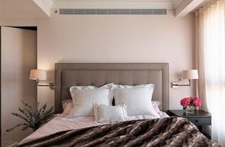 美式风格三居卧室设计床头软包