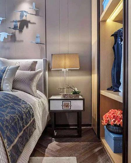 混搭风格样板房卧室床头柜图