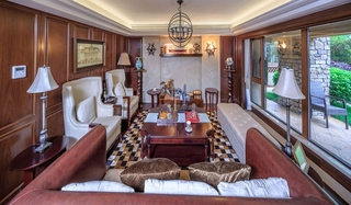 美式风格三居室装修客厅阳台隔断图