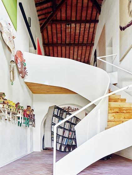 休闲浪漫简欧别墅楼梯设计