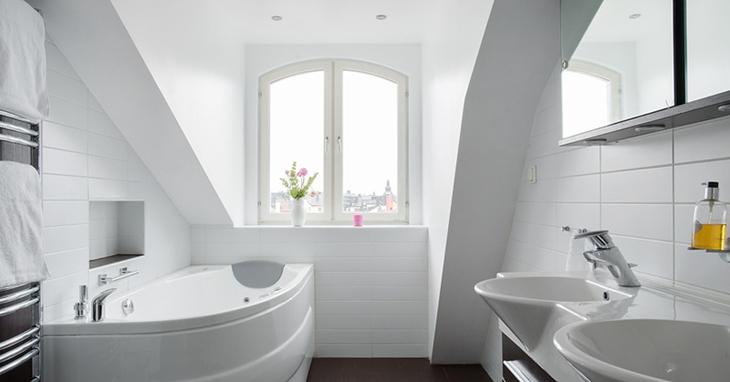 清新简洁阁楼卫生间效果图