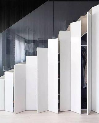 楼梯下简约衣柜装修图片