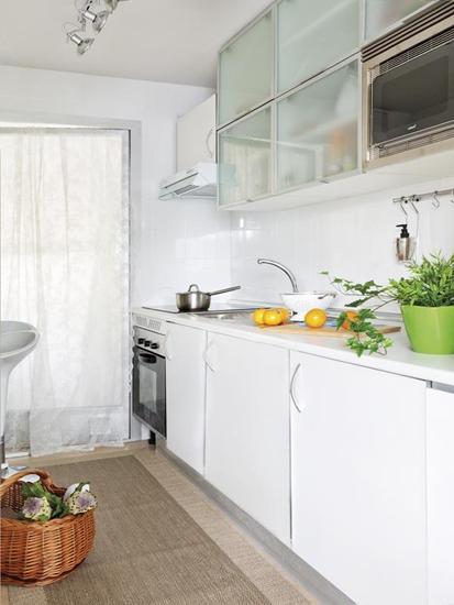 明亮白色简约风厨房设计