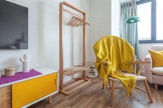 北欧风格一居室木质衣帽架图片