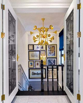 新古典风格复式装修楼梯装饰画