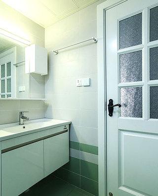 83平两室两厅装修浴室效果图