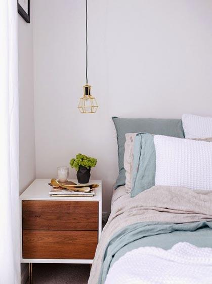 卧室床头柜装饰图片