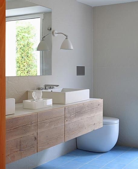 20万打造双层复古公寓卫生间图片