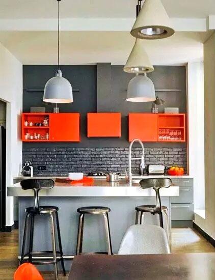 厨房彩色墙面碗柜效果图