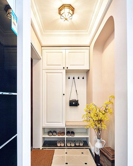100平美式三居玄关装修设计