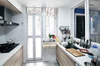 明亮宜家风厨房折叠门设计