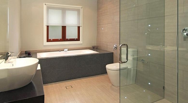 卫生间隔断门的常用材料有哪些