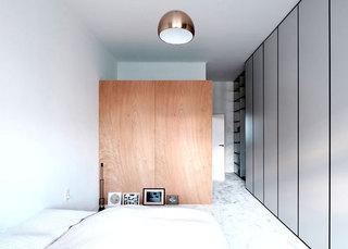 100平旧房改造装修主卧衣柜图片