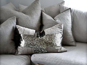 舒服窝在沙发里  冷色调抱枕也有魅力