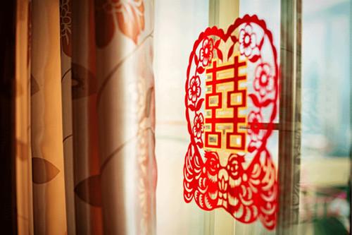 幼儿园大厅垂吊剪纸