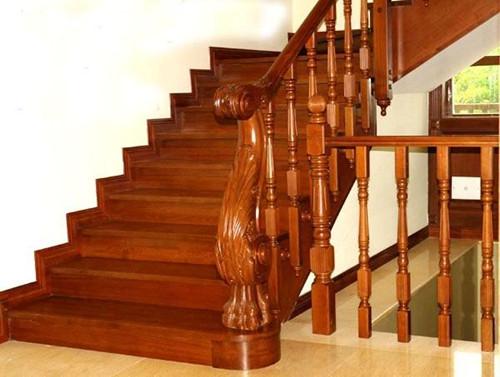 所以室内实木楼梯在设计时要讲究创意和美学,将楼梯设计成实用与美感图片