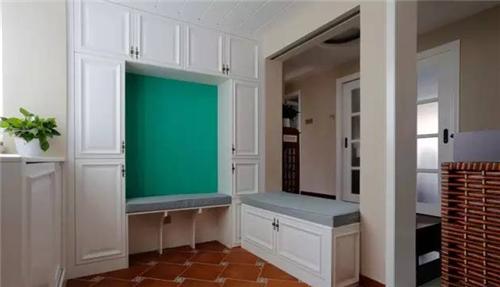 资讯 案例 按空间查看 正文    非常时尚美式住宅,客厅玄关装修效果图