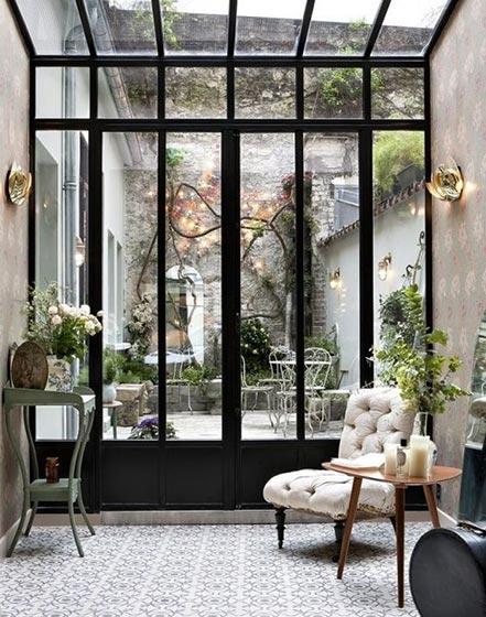 会客厅小花园玻璃隔断图