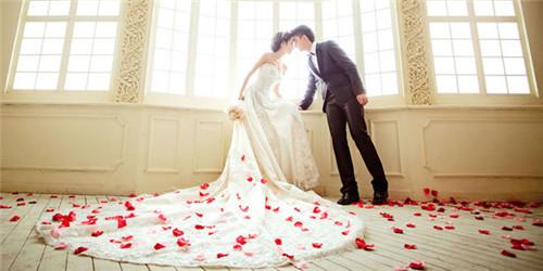 婚纱摄影照片欣赏 拍婚纱照的经典动作