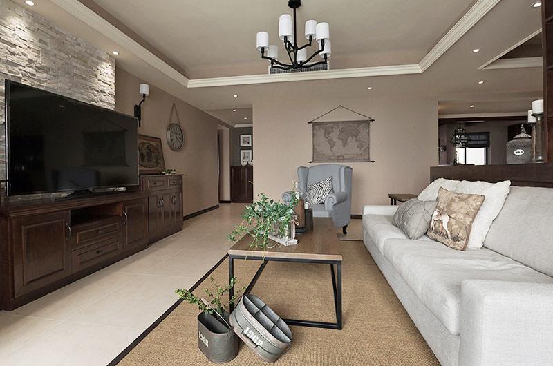 152平美式公寓客厅茶几地毯图片