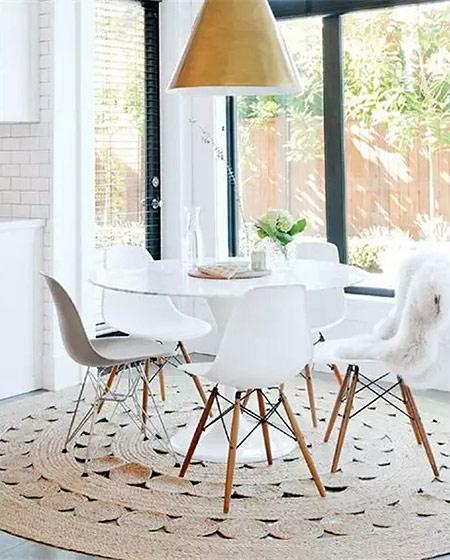 北欧风格餐厅装修圆形布艺地毯