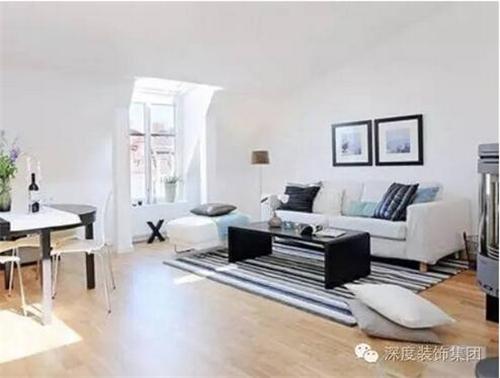 按风格查看 正文  简约的客厅装修设计,采用棕黄色的转角布艺沙发,放