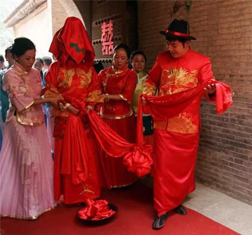 中式婚礼布置需要哪些道具 中式婚礼布置要点