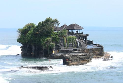 2,海神庙 巴厘岛的三大神庙之一海神庙,是巴厘岛必去的景点之一.