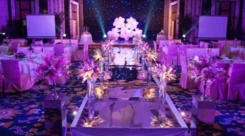 城堡主题婚礼如何布置 紫色城堡主题婚礼效果图_婚庆