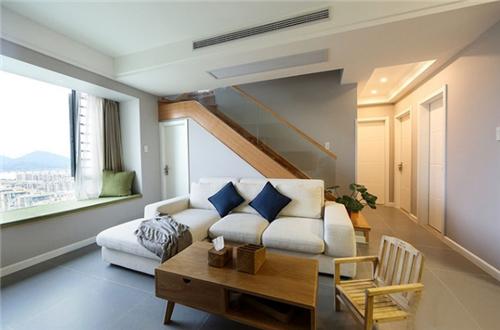 挑高公寓装修效果图 8万装出温馨50平挑高小公寓