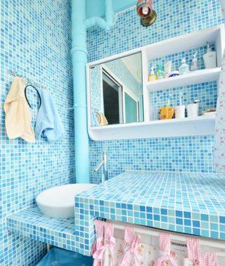 蓝色系浴室布置摆放图