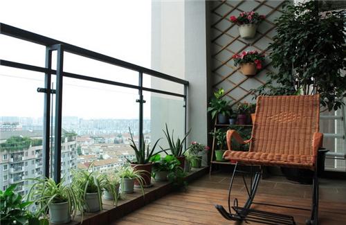 小户型实用阳台装修效果图 创意生活小阳台装出大空间图片