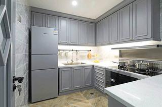 110平美式三居装修厨房实景图