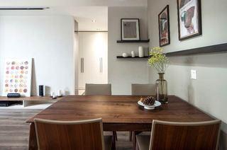 110平简约两居室实木餐桌图片