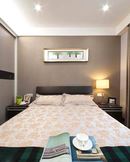 120平简约三居室卧室床品图片