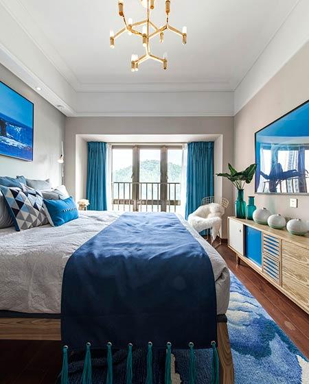 89平简约小三房卧室床品图片