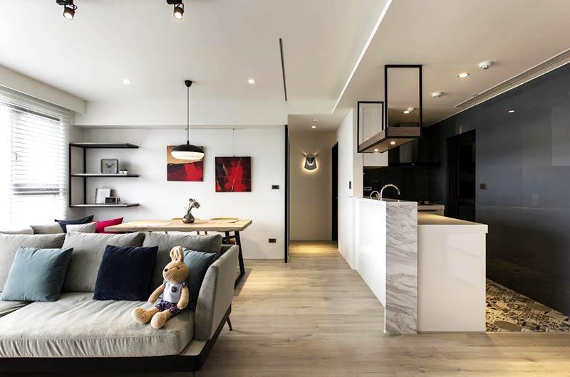 85平简约小公寓客厅木地板图片