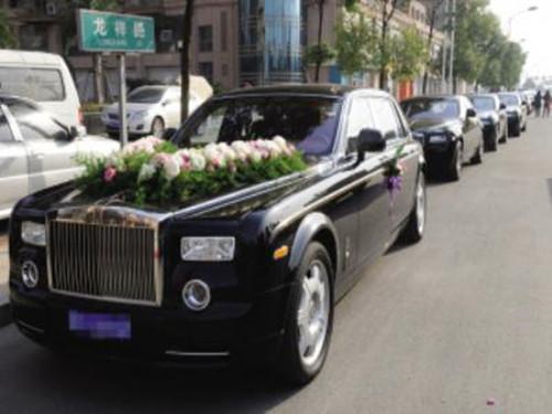 最牛的婚礼车队图片 婚礼车队价格大全