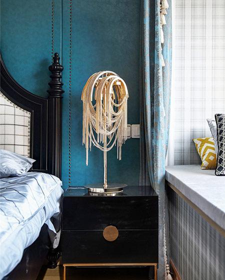 135平美式风格三居卧室床头软包